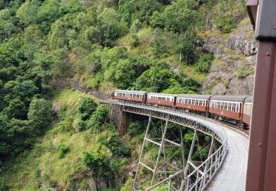 Kuranda med tåg och linbana