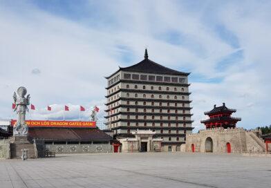 Dragon Gate – Ett Kinapalats vid E4 utanför Gävle