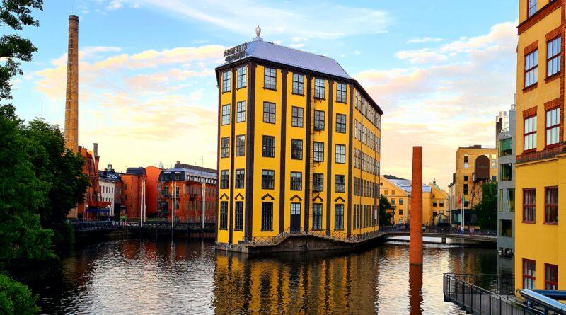Sommarkväll i Norrköpings industrilandskap